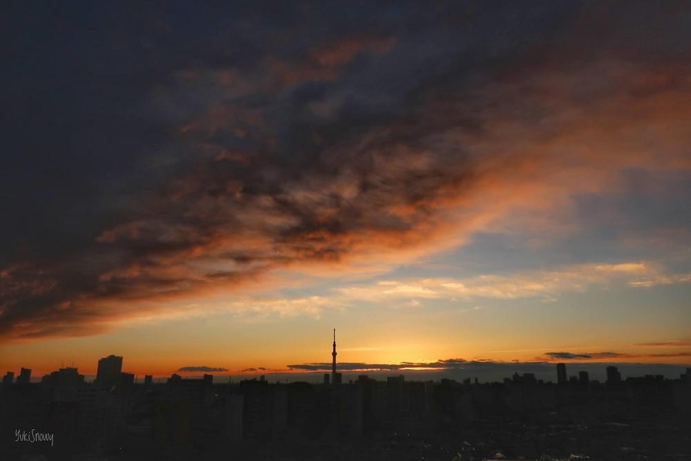 日の出直後の空(2021-01-08 06:53)