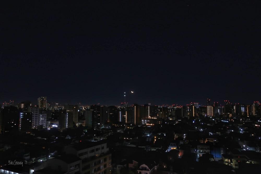 月齢25.06の月とスカイツリー(2021-01-09 02:48)