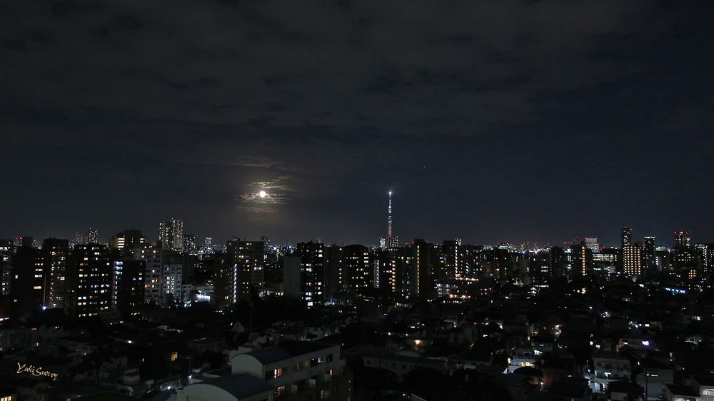 中秋の名月(2021-09-21 18:35)