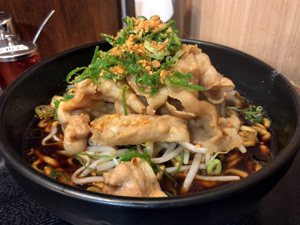 [すた丼屋][すたみな肉汁麺][濃厚黒醤油スープ][税込み800円]