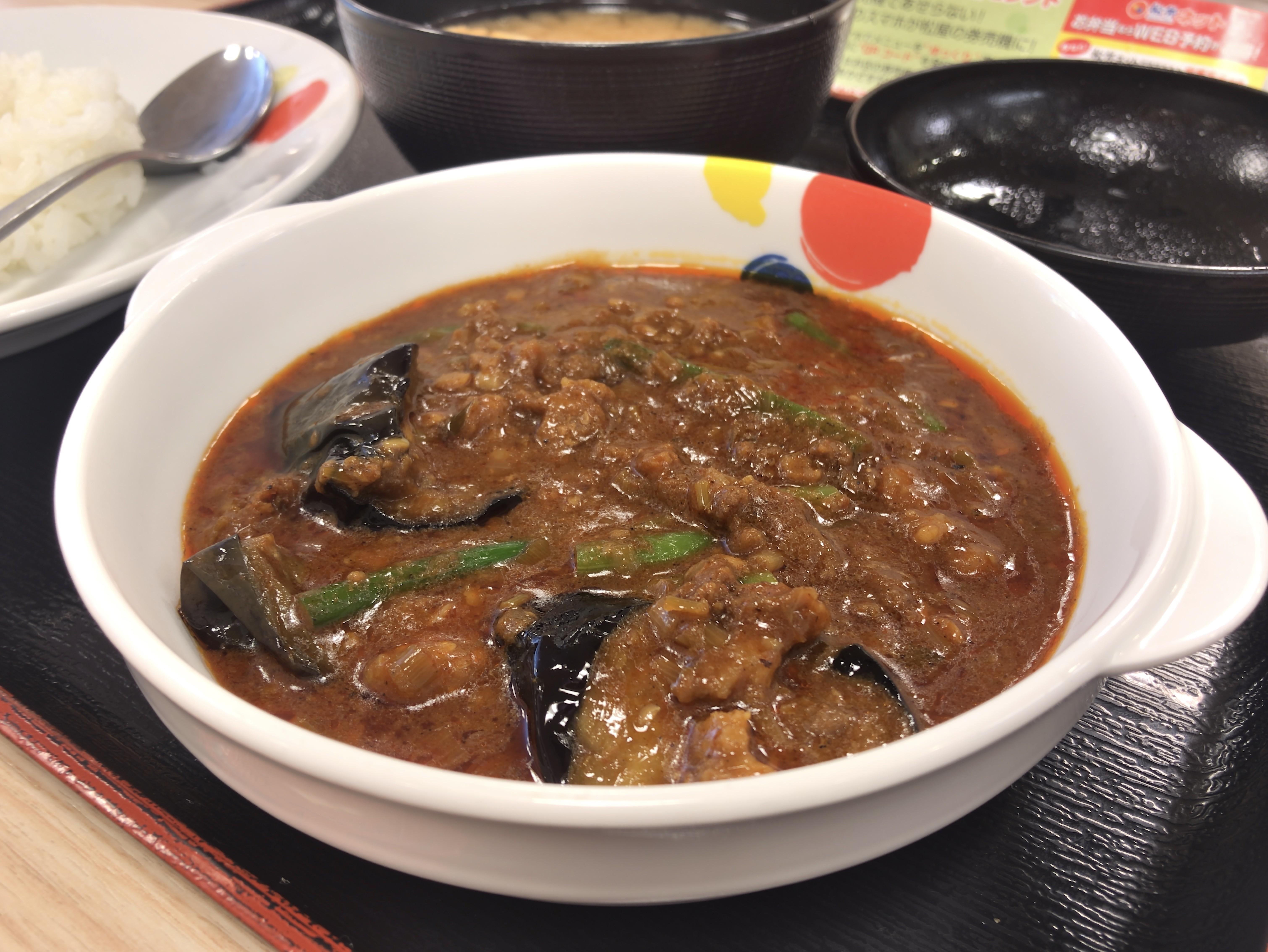 [松屋][粗挽き肉と茄子の][麻婆カレー定食][税込み590円][886kcal]