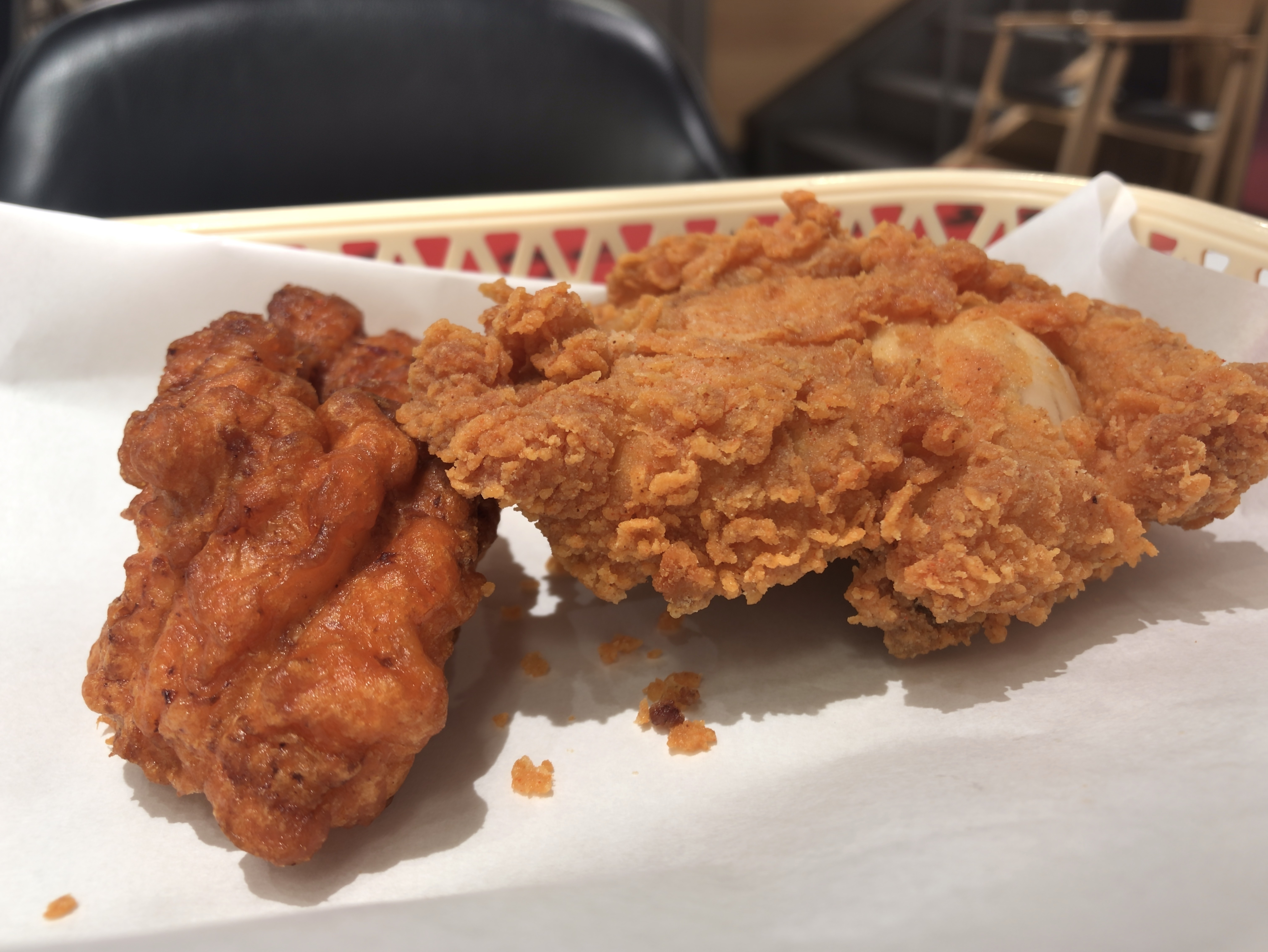 [KFC][レッドホット][クリスピー][220円][172kcal][レッドホットチキン][270円][266kcal][(税込)]