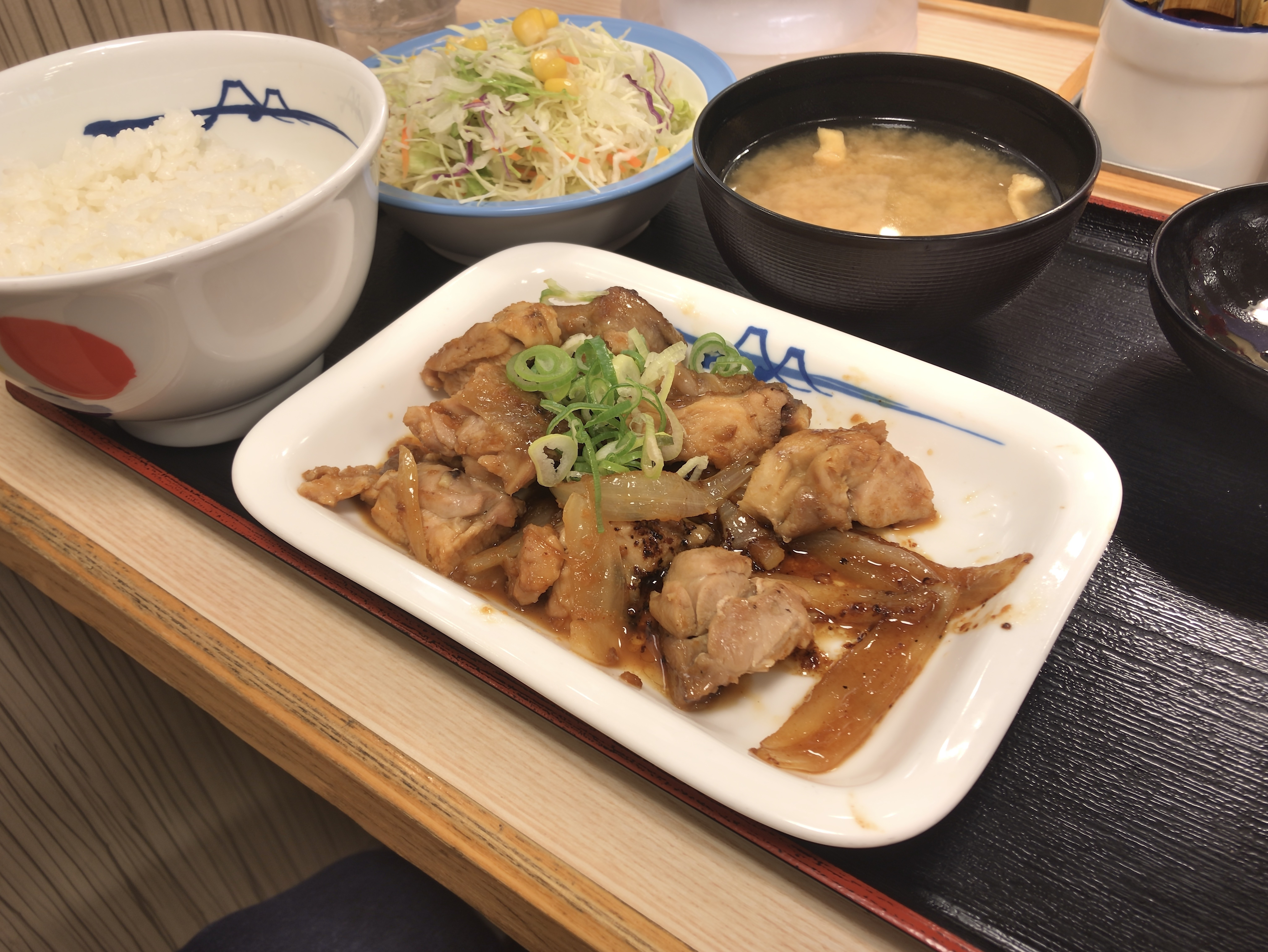 [松屋][鶏のバター醤油炒め][定食][税込み650円][933kcal]
