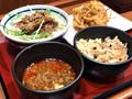 [楽釜製麺所]楽釜製麺所 カラシビ麻辣肉つけうどん 550円 4種きのこの炊き込みご飯 1