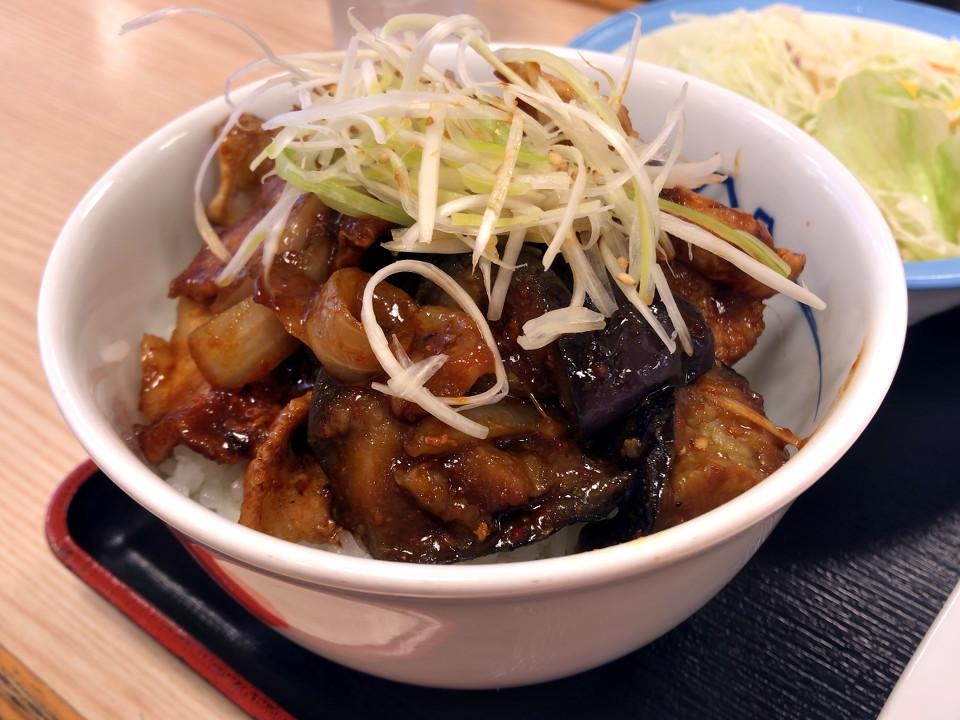 松屋 豚と茄子の辛味噌炒め定食 丼盛り