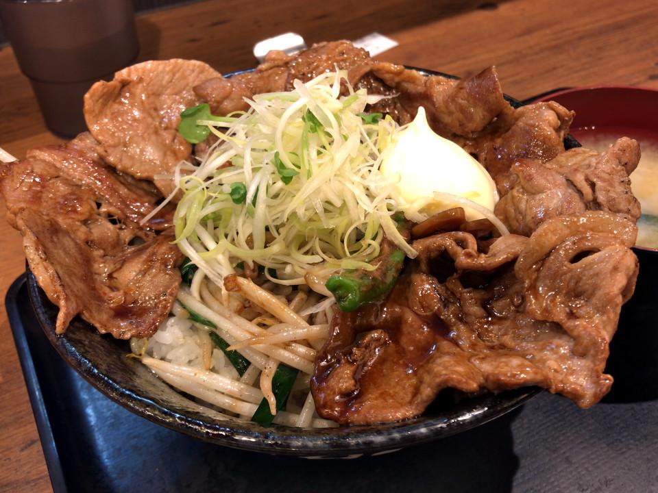 すた丼屋 ダイナミックすたみなトンテキ丼 880円 肉増し 150円 (税込)