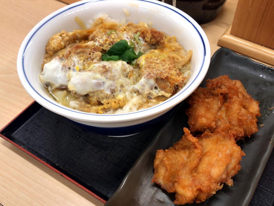 かつや カキフライ丼 637円 唐揚げ2個 162円 (税込)