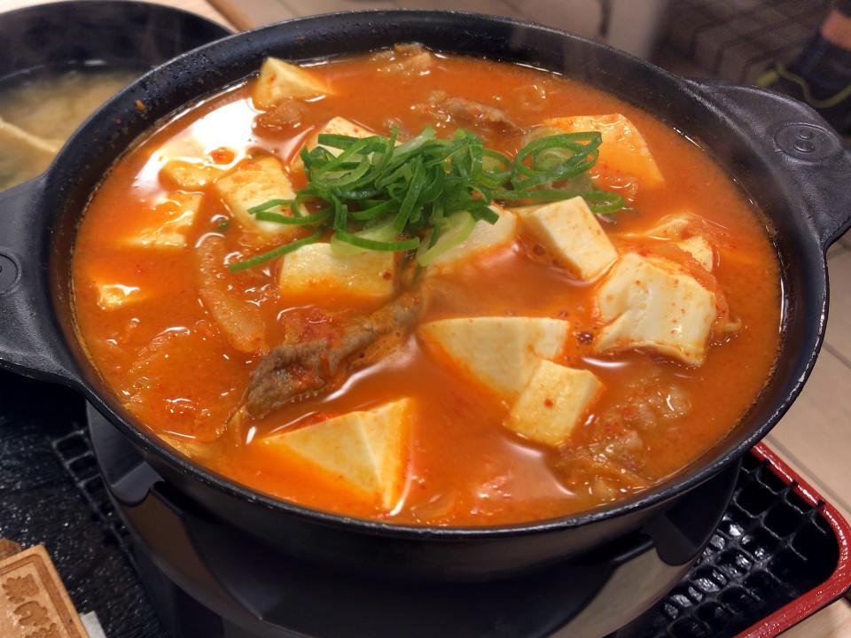 松屋 豆腐キムチチゲ鍋膳(熟成チルド牛肉使用)生玉子 税込み630円 841