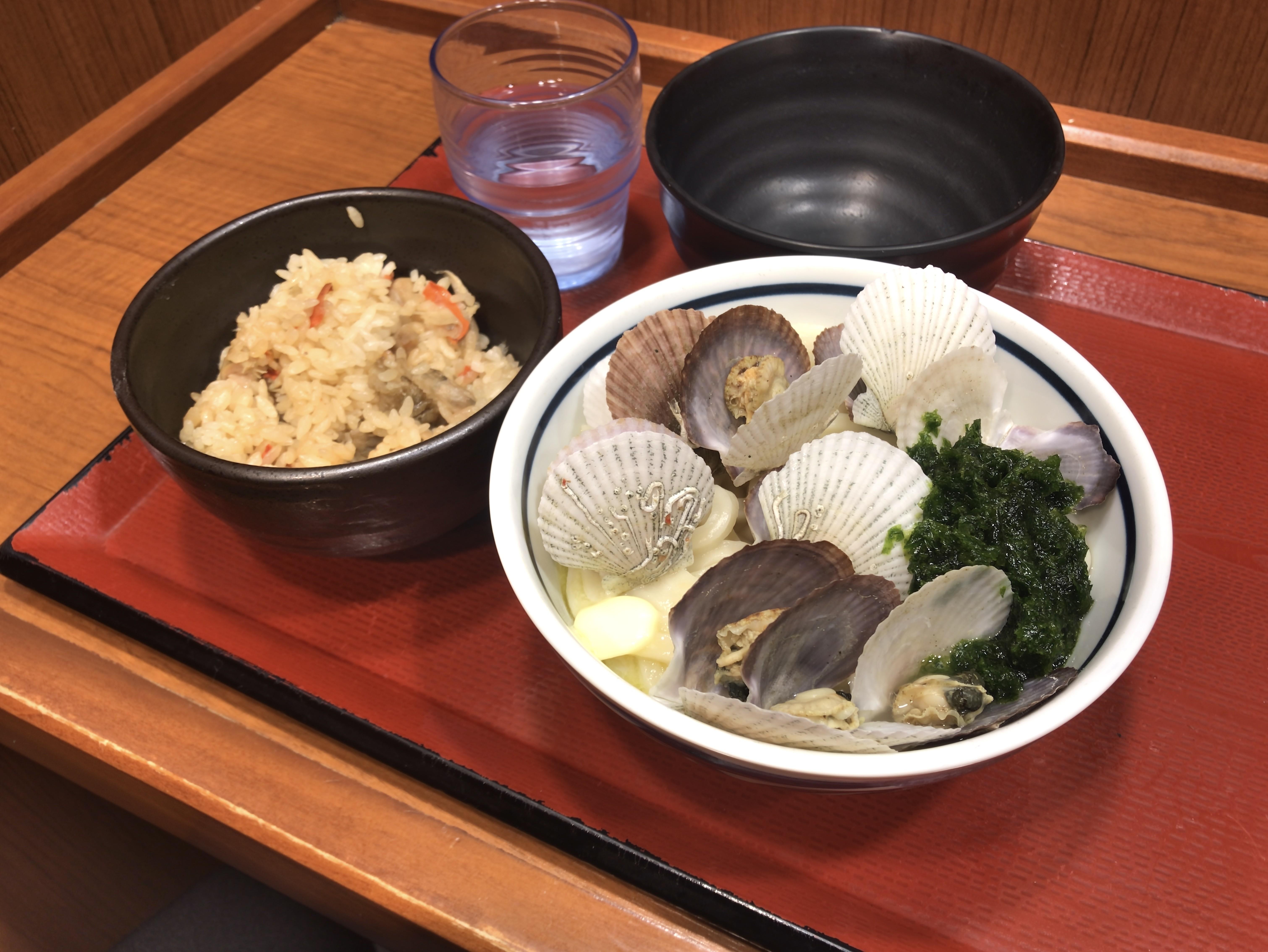 楽釜製麺所 濃厚!殻付き帆立バターうどん 580円 鶏ごぼうめし 150円 (