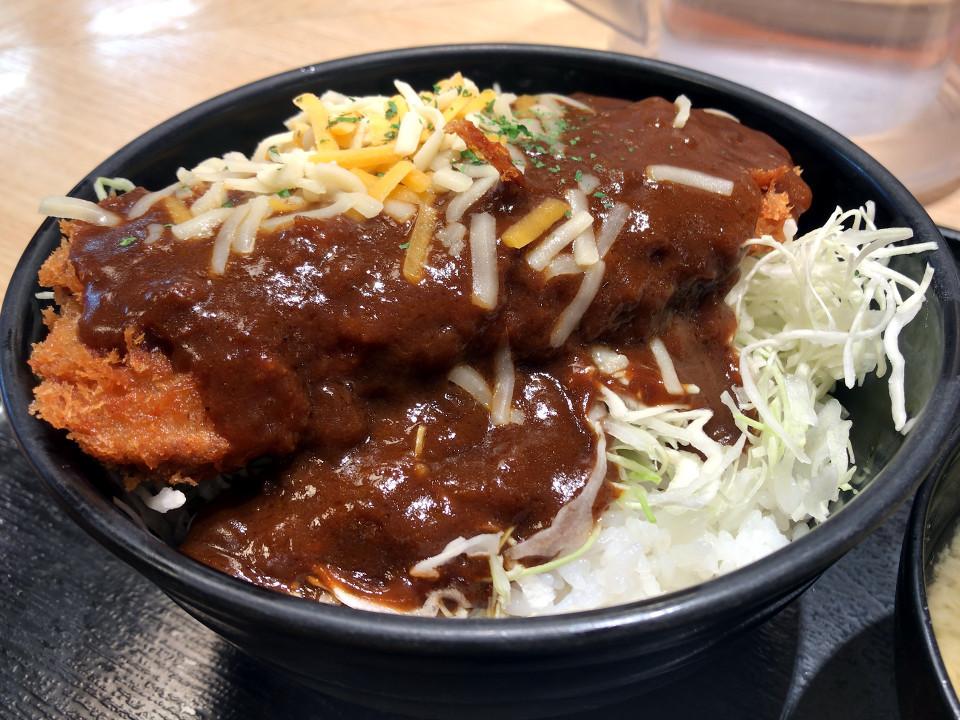 松乃家 デミチーズロースかつ丼 税込み580円 1105kcal