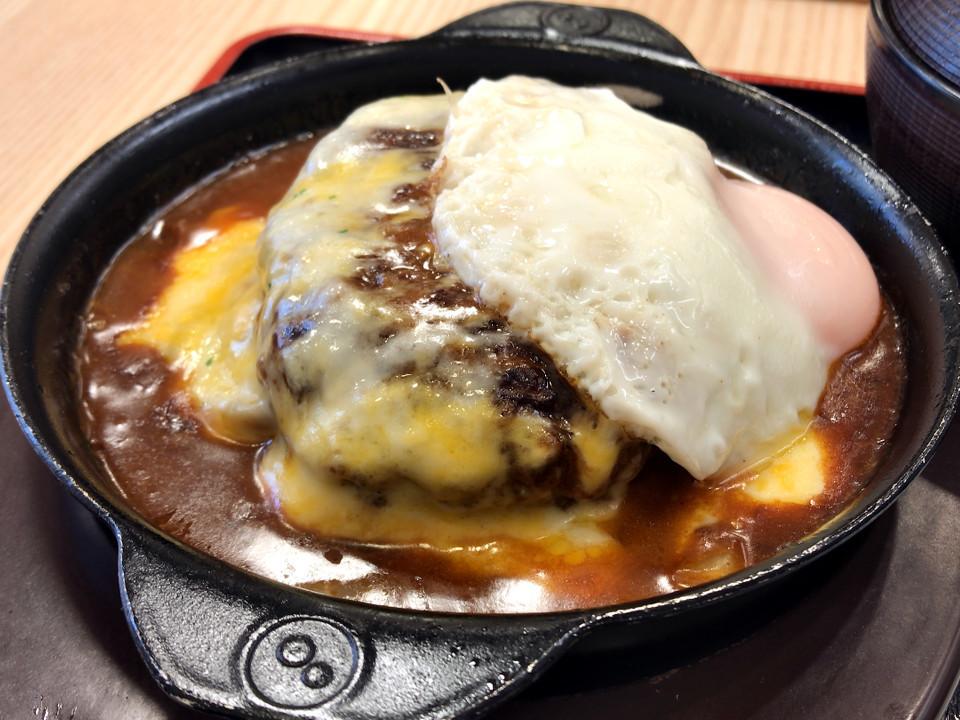 松屋 チーズエッグビーフハンバーグステーキ定食 税込み950円 1338kcal