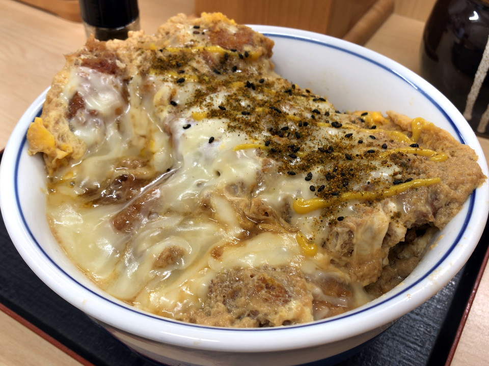 かつや カツ丼(松) セール価格 745円 チーズ 108円 (税込)