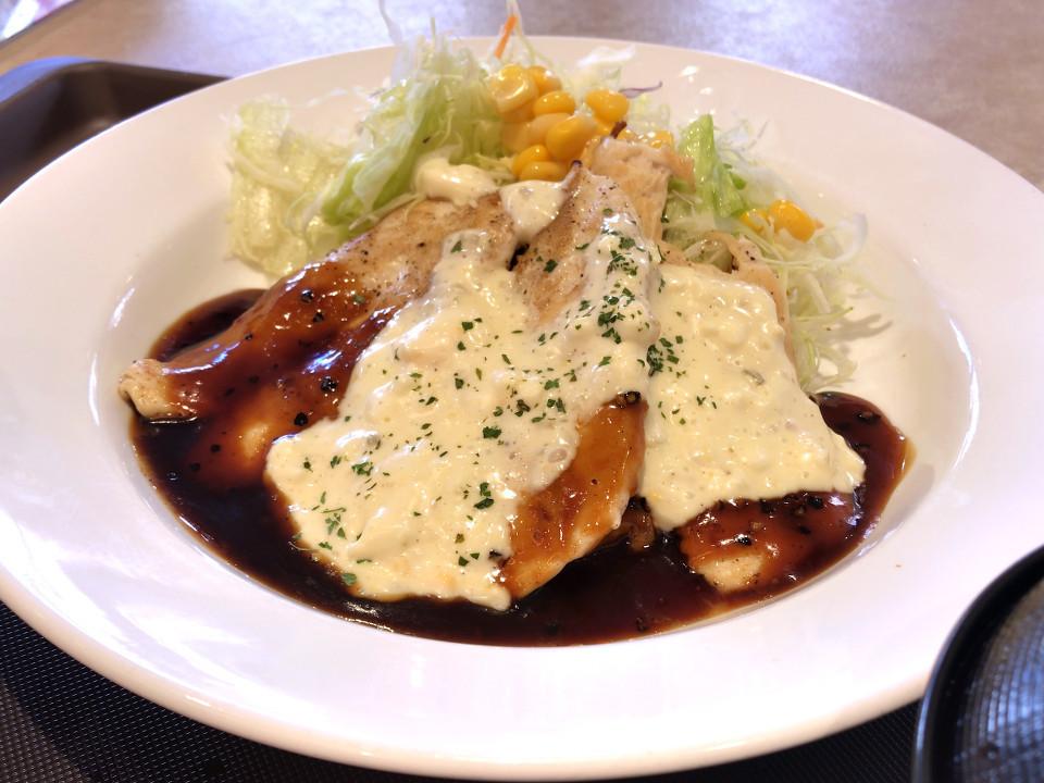 松屋 鶏タルささみステーキ定食 税込み650円 896kcal
