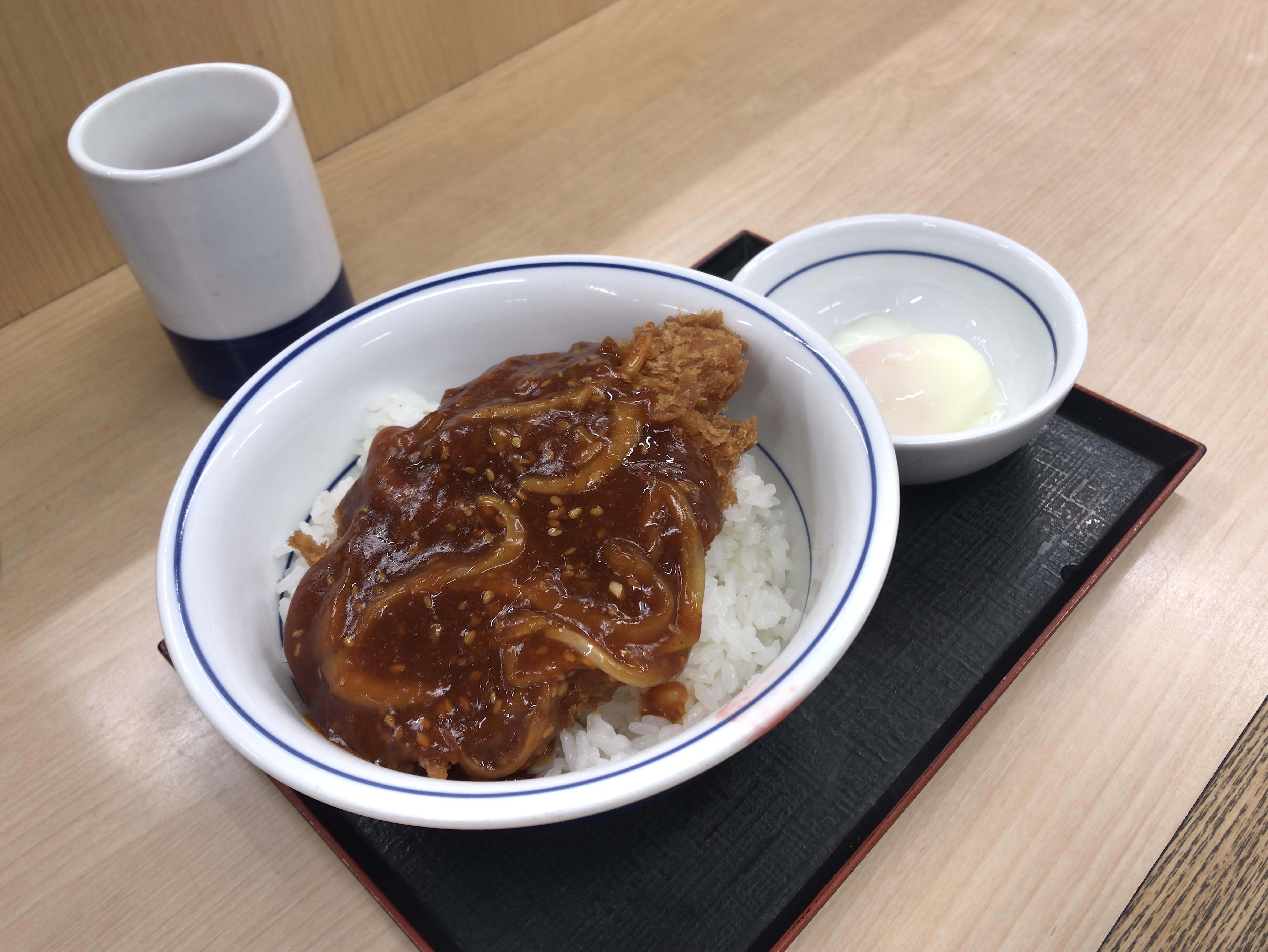 かつや 赤辛カツ丼 梅 税込み637円
