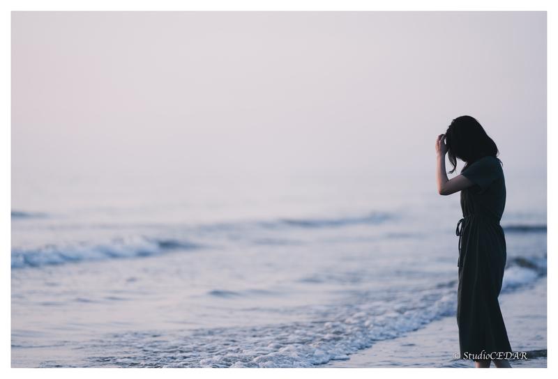 千里浜の女性