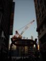 [クレーン][文字・看板][空][街]歌舞伎町クレーン
