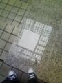 [空][建物]床と水たまり