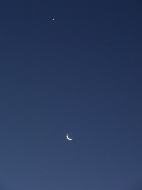 明けの明星と朝の月