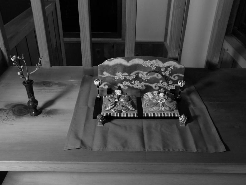 雛人形と梅の蕾