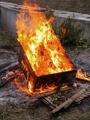 [物][火]燃える箱