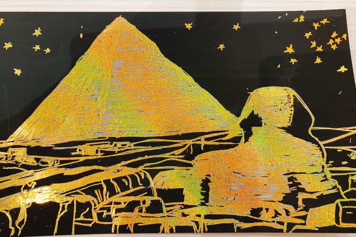 スクラッチアート 削った後、ピラミッドとスフィンクス