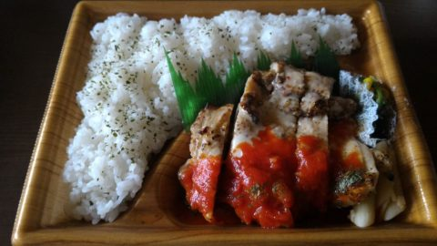 ファミリーマート - 炙り焼チキンステーキ弁当(ガーリックトマトソース)