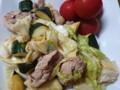 キャベツとズッキーニと赤豚肉炒め