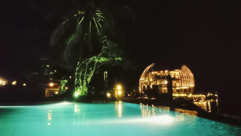 An Lam Retreat Ninh Van Bayのプールとレストラン