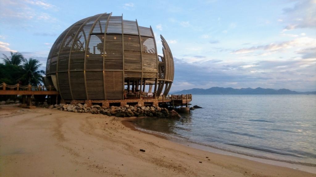 An Lam Retreat Ninh Van Bayの球体レストランとプライベートビーチ