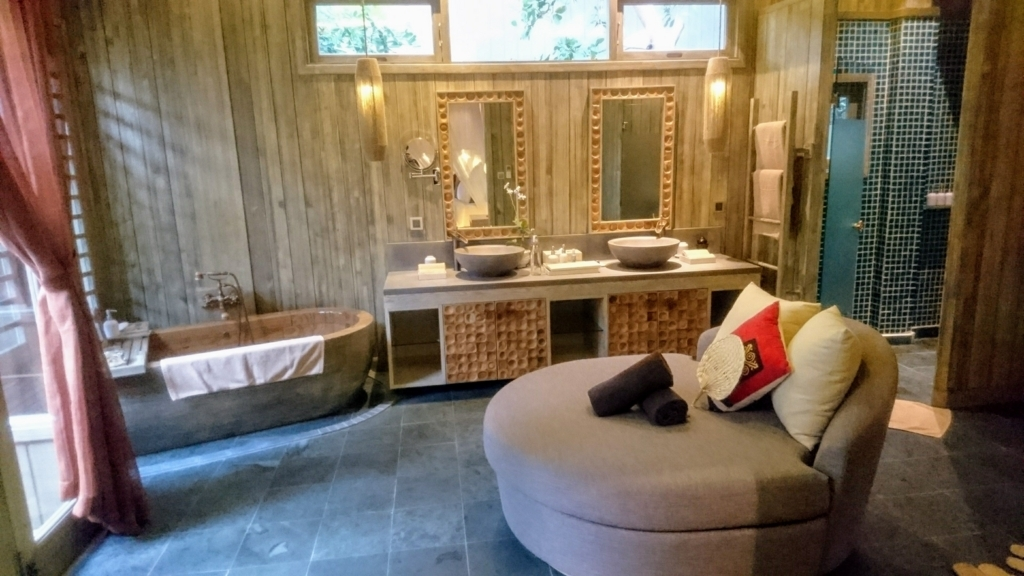 An Lam Retreat Ninh Van Bayのヴィラの洗面所とシャワールーム