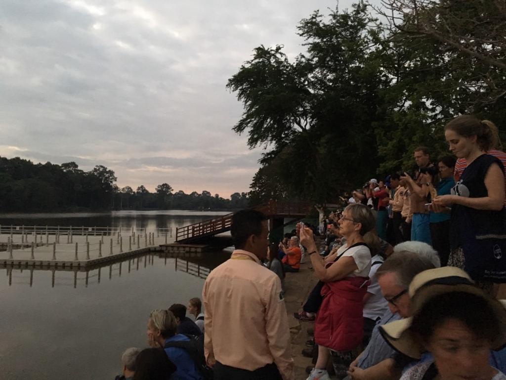 カンボジアのアンコールワットの朝日