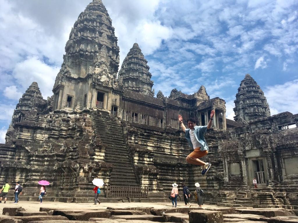 カンボジア・アンコールワットの久保のジャンプ