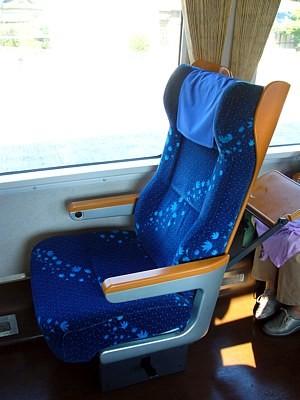 JR四国8000系のグリーン車