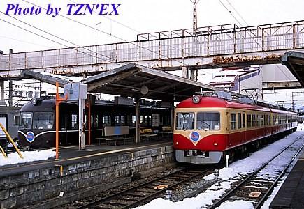 長野電鉄2000系A編成とD編成の並び