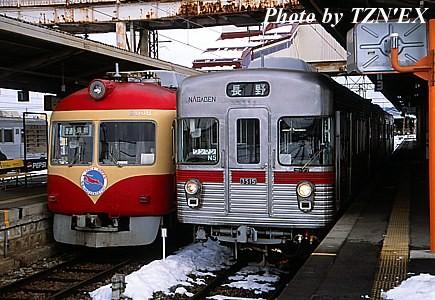 長野電鉄2000系D編成と3500系の並び