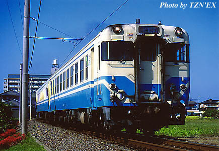 四国色のキハ65