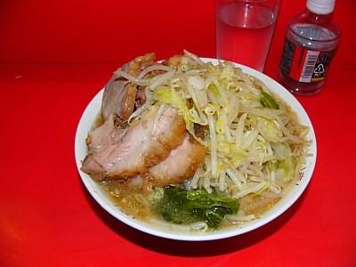 ラーメン二郎三田本店(2011-06-04、小ぶたヤサイニンニクカラメ)