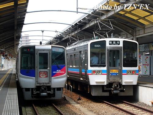 N2000系特急「うずしお」と6000系快速「サンポート」