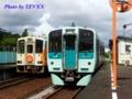 阿佐海岸鉄道ASA-300形(左)とJR四国1500形(右)