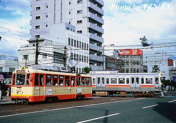 大手町での市内電車と郊外電車の交差(モハ50形と3000系)