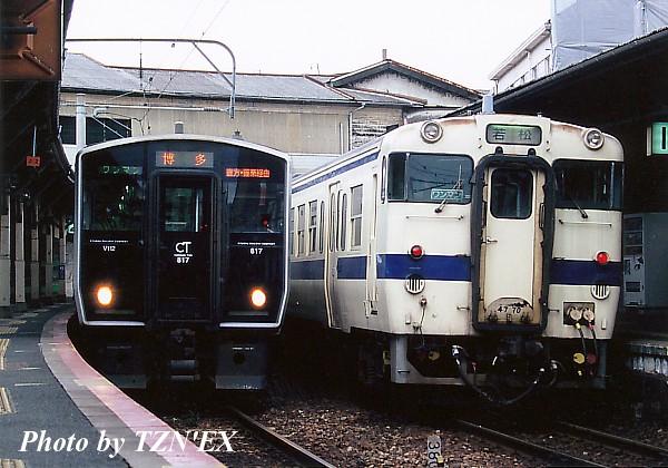 福北ゆたか線の817系(左)と若松線のキハ47(右)
