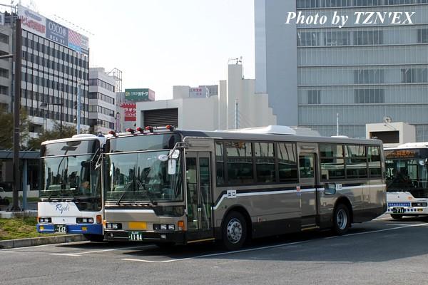 両備バスと顔を合わせる岡山200か11-84
