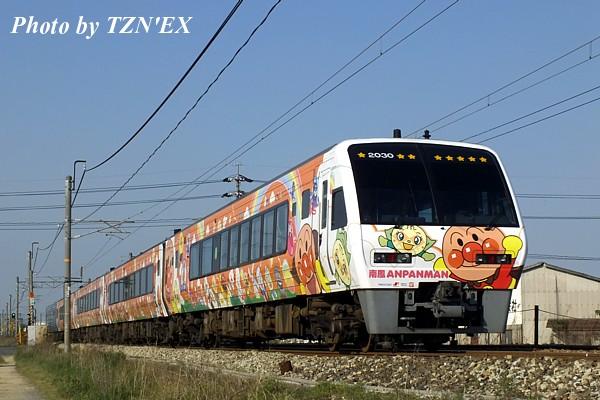 2000系「南風」アンパンマン列車