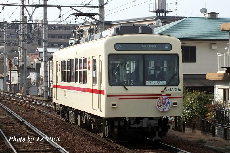 712(「幸腹グラフィティ」ラッピング車両)