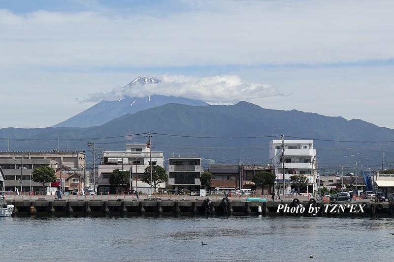 沼津港から見た富士山