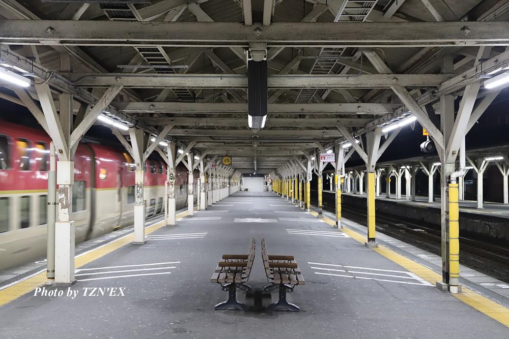 沼津駅を発車する「サンライズ瀬戸・出雲」(2020-02-08)