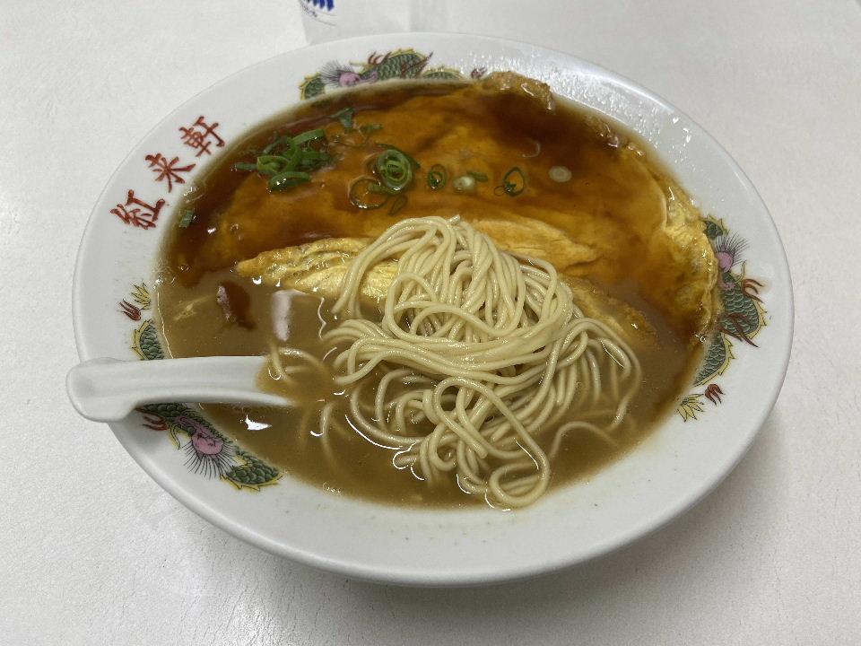 天津麺 ー 下にあるのは細いストレート麺