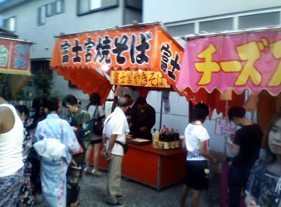 いかにもなおっちゃんが富士宮焼そばを売っていた