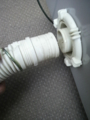Washer (7):排水ホース固定用バネをずらしてから、