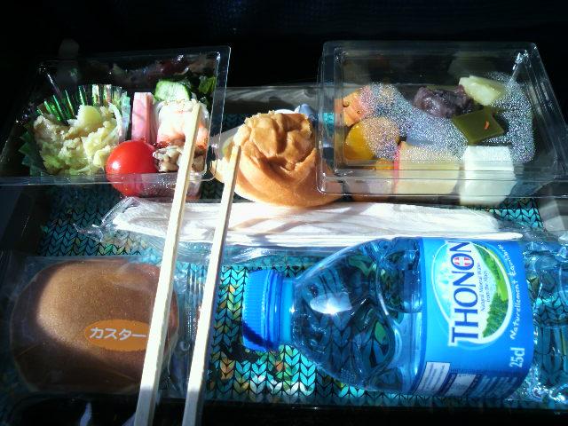 機内で昼食/Lunch in KLM